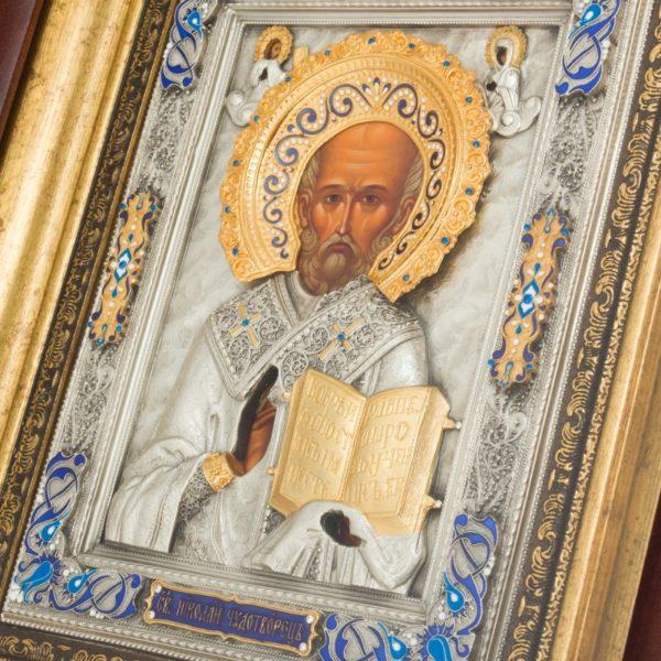 Икона святой Николай Чудотворец в ризе и близко