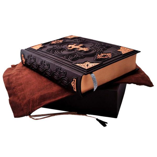 Издание «Библия. Ветхий и Новый Завет» в мешочке