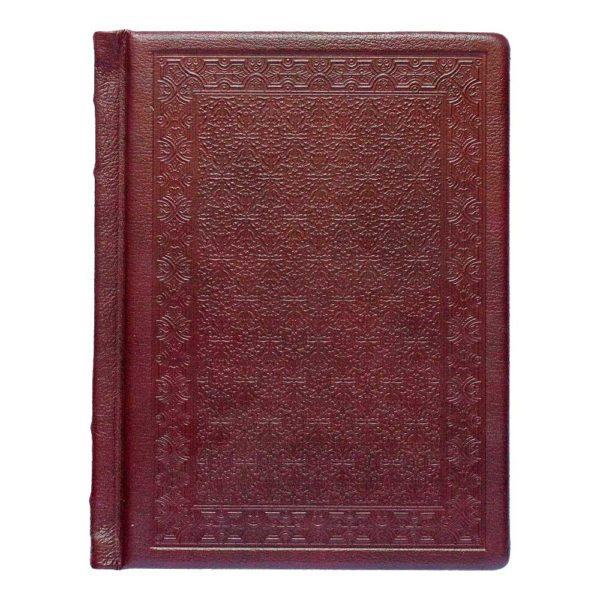 Оборотная сторона книги в кожаном переплете