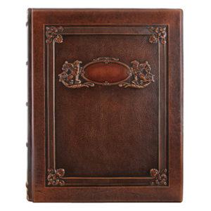 Подарочный фотоальбом «Грифоны» в кожаном переплете с тиснением
