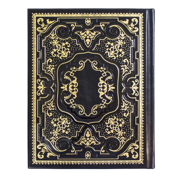 Книга в черном кожаном переплете
