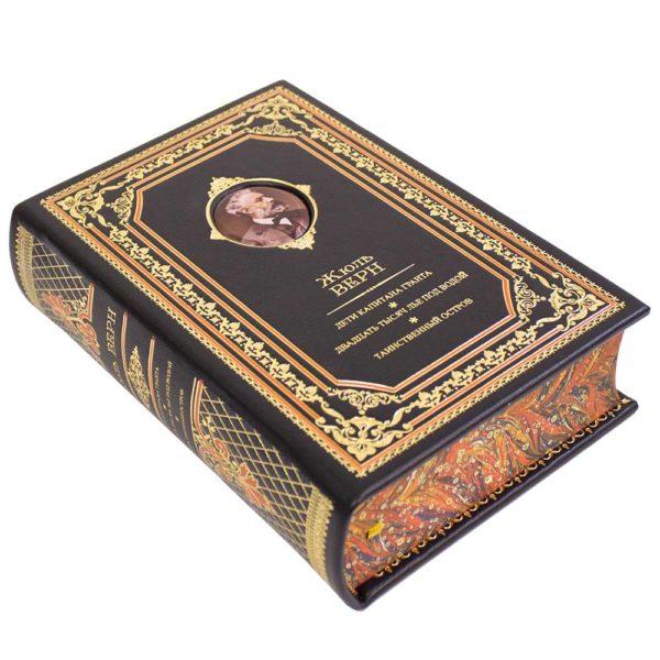 Книга «Жюль Верн: Дети капитана Гранта. 20 тысяч лье под водой. Таинственный остров» для подарка