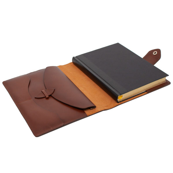 Ежедневник «Бомбёр коричневый» в кожаном переплете с карманом