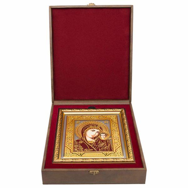 икона Казанской Божьей Матери в футляре