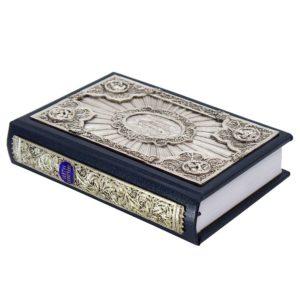 «Святое Евангелие» на церковнославянском языке содержит четыре канонических Евангелия